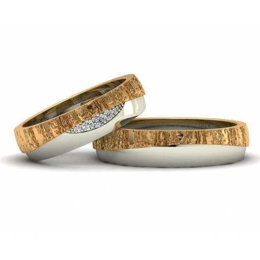 Alianzas de boda con textura de oro bicolor amarillo y blanco con diez brillantes