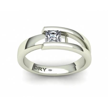 Anillo de compromiso con diamante talla princesa en oro blanco