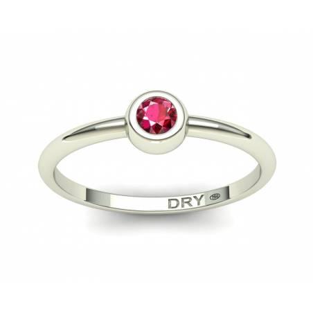 Fino anillo apilable con un rubí natural de oro blanco de 18k