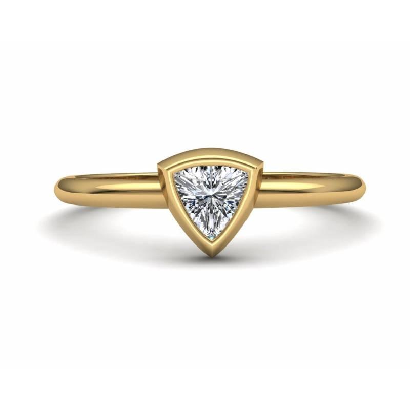 Anillo de Oro Diamante Triangular