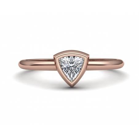 Anillo diamante talla triángulo en oro rosa 18k