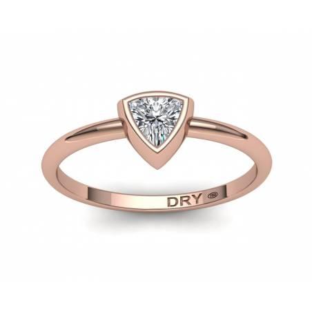 Anillo diamante talla triángulo en oro rosa18k
