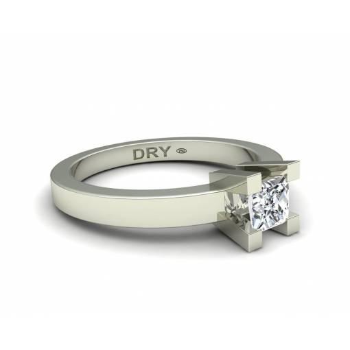 Anillo de compromiso con diamante princesa en oro blanco de 18k