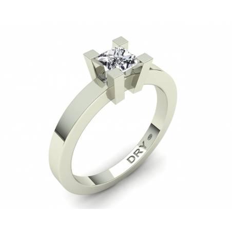 Anillo de compromiso con diamante cuadrado en oro blancode 18k