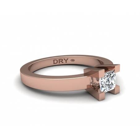 Anillo de compromiso con diamante princesa en oro rosa de 18k