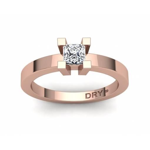Anillo con diamante princesa de 0.40 quilates en oro rosa de 18k