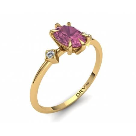 Anillo con Turmalina Rosa y Diamantes en Oro Amarillo